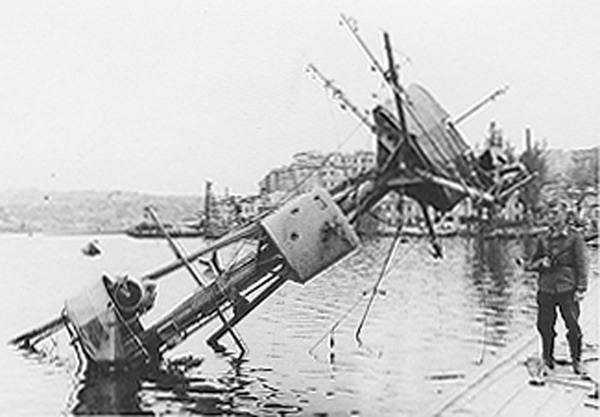 """Мачта потопленного крейсера """"Червона Украина"""" , 1942 г."""