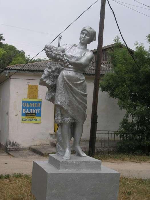 статуя в совхозе