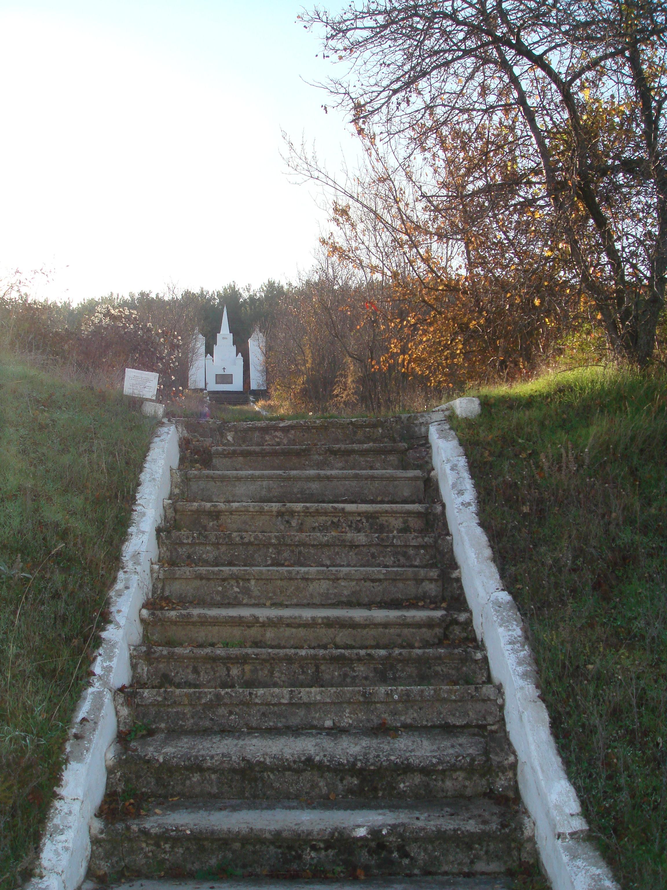 Лестница и аллея к некрополю