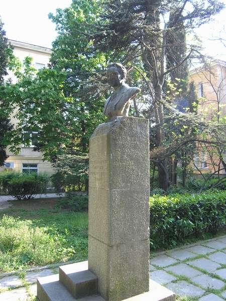 Памятник в Ялте