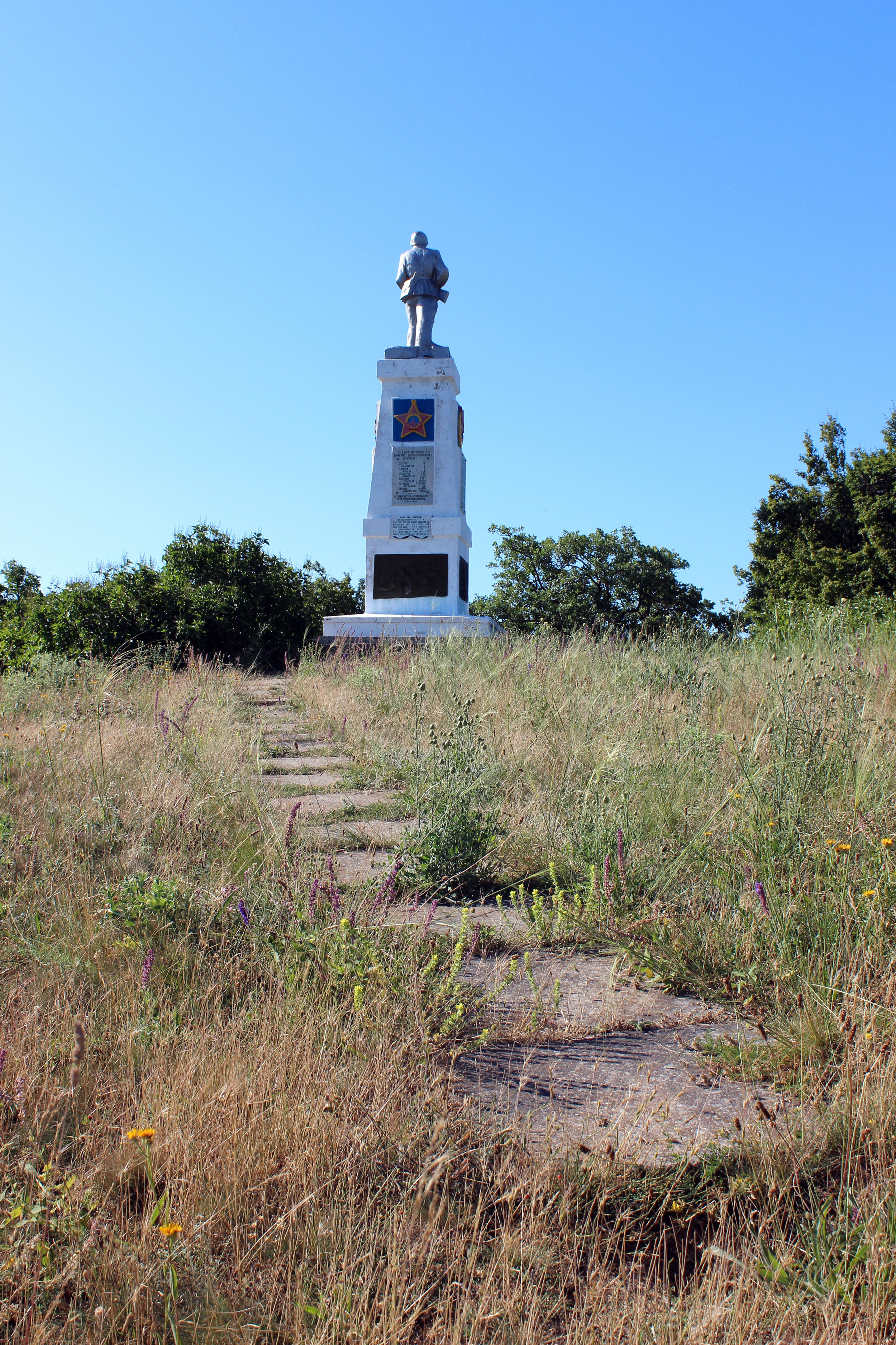 Новая дорожка к памятнику