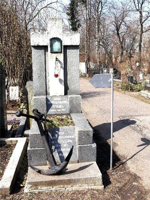 Могила мичмана Тучкова на Новодевичьем кладбище в Москве (фото с сайта http://kortic.borda.ru)