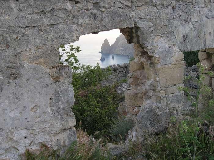 Живописные развалины гостиницы-2