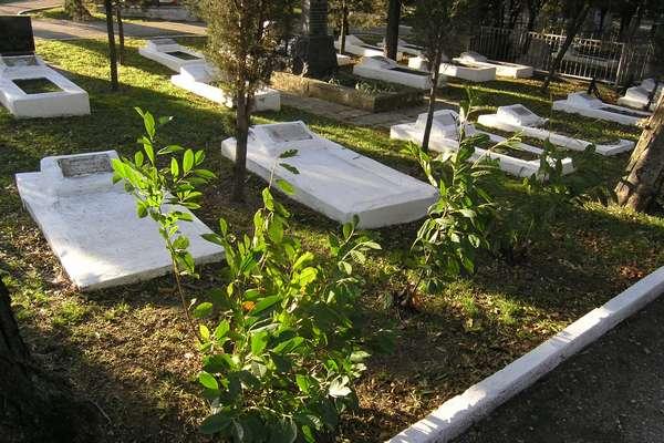 Кладбище Коммунаров - вид типовых могил
